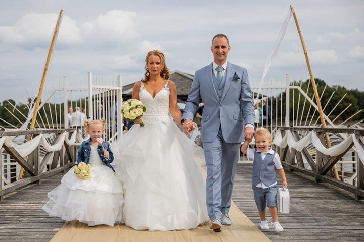blauwe trouwkostuums